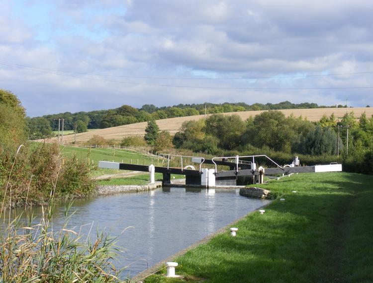 canal lock,kennet and avon