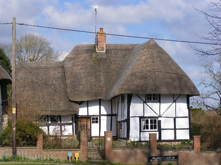 North Moreton,thatched cottage