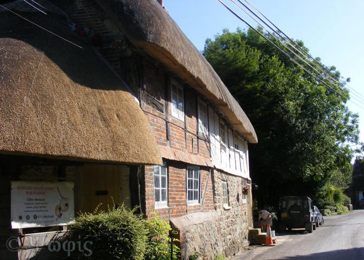 Ogbourne St Andrew,thatched cottage