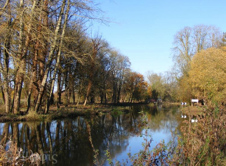 Kennet and Avon canal,autumn