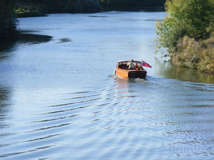 Shillingford bridge,thames,boat
