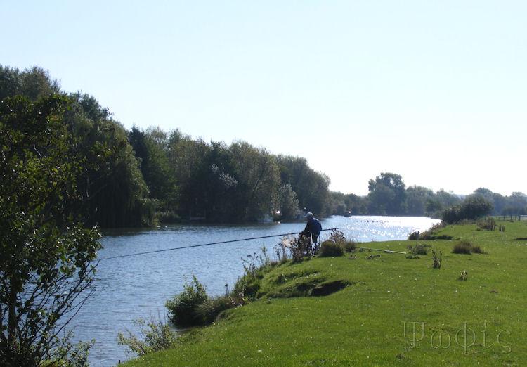 Thames,Fisherman