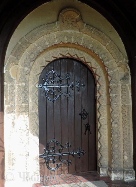 Tidmarsh church door