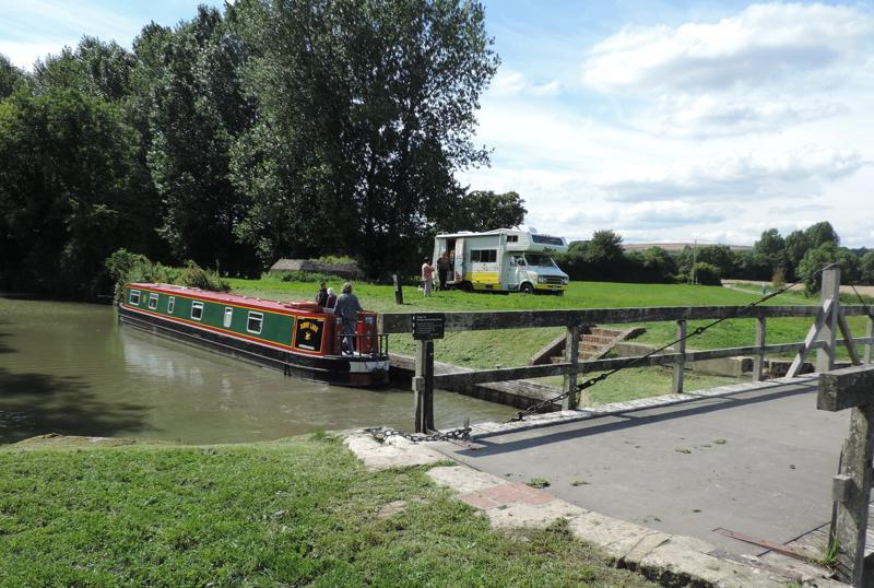 kennet and avon canal, canal, swing bridge